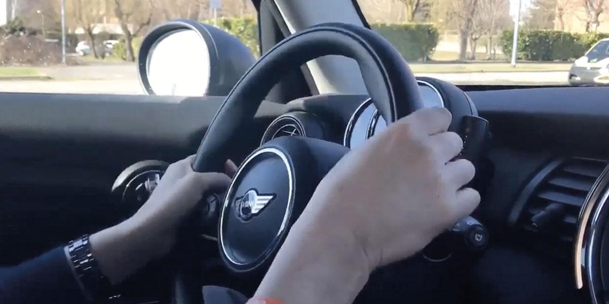 Autoscuola-govone-Lezioni-Pratiche-volante